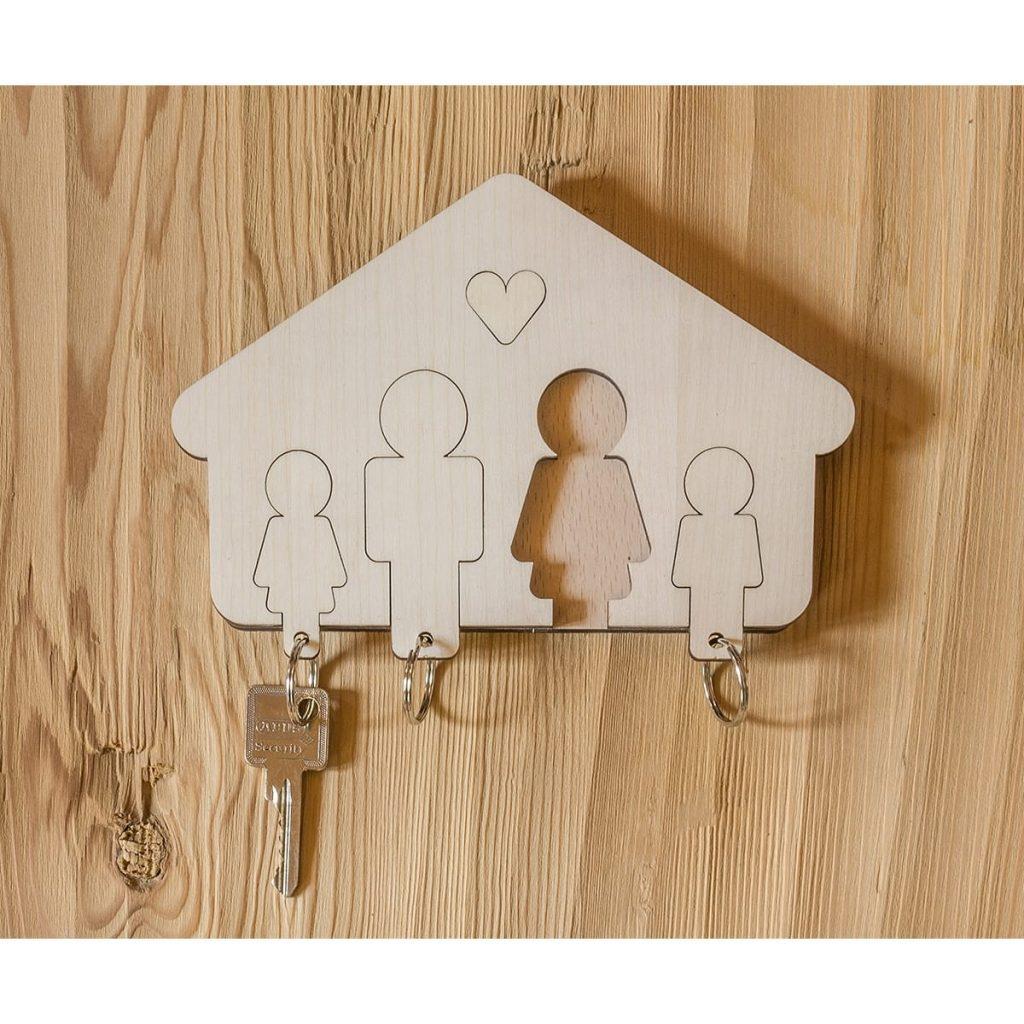 designimdorf-schluesselbrett-schluesselanhaenger-familie-holz