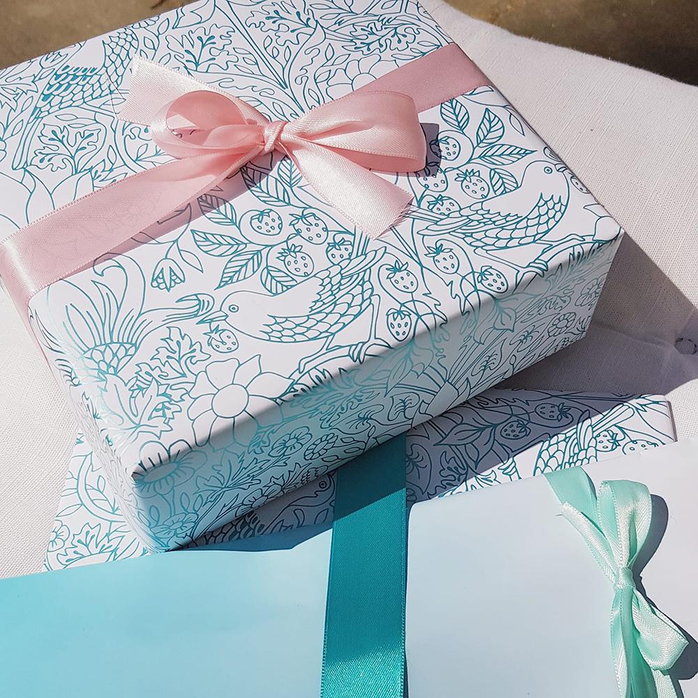 bow-hummingbird-geschenkpapier-erdbeerfeld
